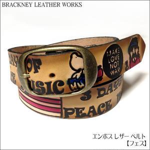 squ5307-19 - エンボス レザー ベルト( フェス ) -BRACKNEY LEATHER WORKS-G- 愛 平和 音楽 ヒッピー ロック 音楽 アメリカ製 本革 アメカジ カジュアル