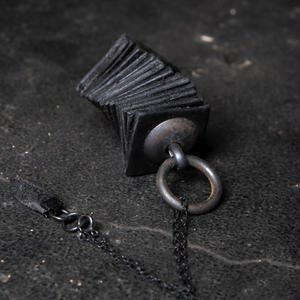 TWIST LEATHER NECKLACE