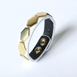 Oh!theGuilt : LEATHER HEXAGON WRIST BAND Ⅱ(ホワイト/ゴールド)