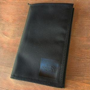 THE NORTH FACE | SHUTTLE TRAVEL WALLET