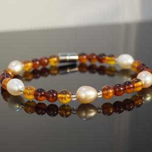 琥珀と淡水真珠
