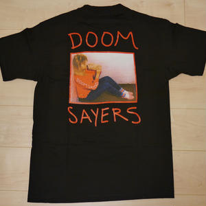 "DOOM SAYERS ""BECKY"" POCKET S/S-Tシャツ (BLACK)"
