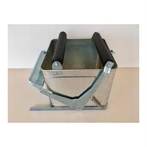 トタンのモップバケツ(モップ絞り器)