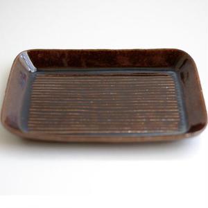 鈴華窯 鉄釉しのぎ皿