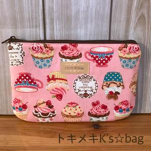 ピンクカップケーキ柄☆通帳用ポーチ♪ハンドメイド