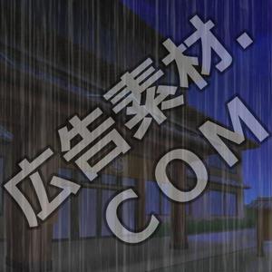 スマホ広告向け背景画像:高級旅館の外観(雨降り)