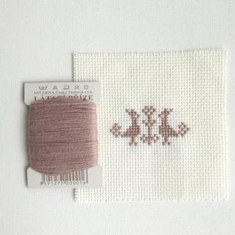 クロスステッチ 針山キット ベージュの糸