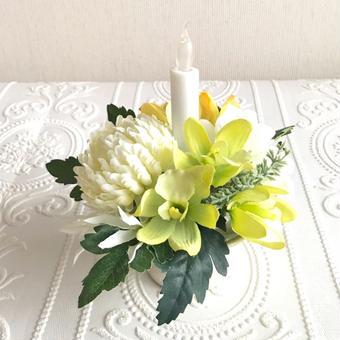 ◎再販 仏花〈火を使わない LED ロウソク 〉お供え花*鞠花 B41  (花器 光沢アイボリー色)