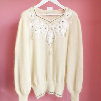 pentagon neck sweater