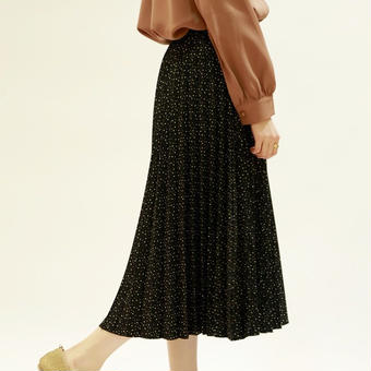 pleats dot skirt
