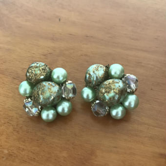 NO.246 淡いグリーンのビーズイヤリング
