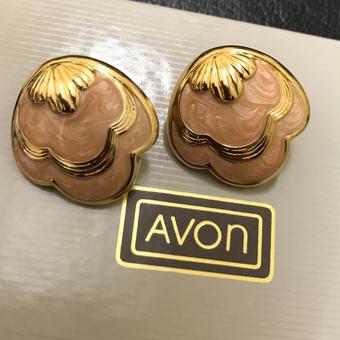 No.250  AVONのゴールドシェルのマーブルイヤリング