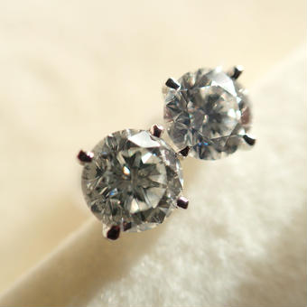 K18 1ct. Diamond pierce #precious