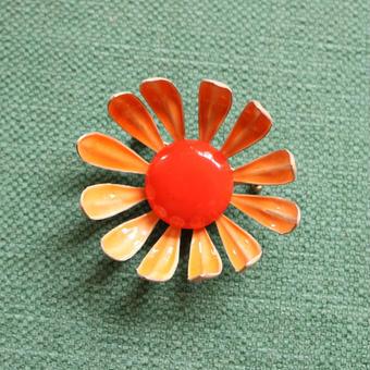 1960s ヴィンテージエナメルブローチ オレンジスモールフラワーK