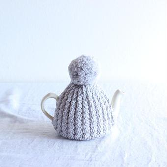 amu.さんの tea cozy brume(霧・淡いグレー)
