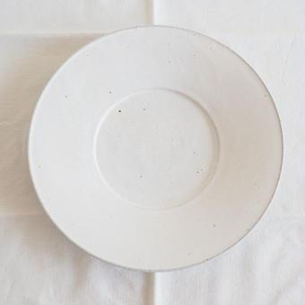 馬酔木 誠(アセビマコト) さんの デルフト皿 白マット 25.5cm