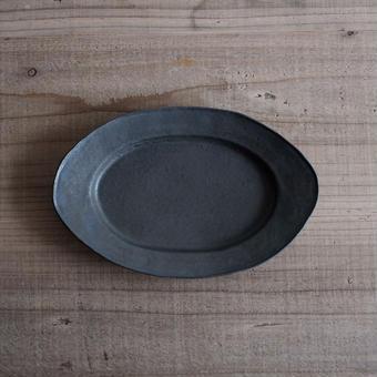 馬酔木 誠(アセビマコト)さんのオーバル皿(M)  黒(鉄釉)