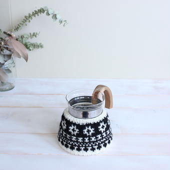 amu.さんの  花のcoffee cozy 4cup