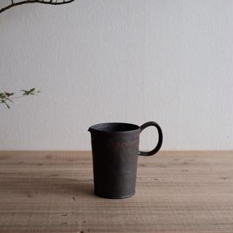 馬酔木 誠(アセビマコト)さんの カフェピッチャー 黒(鉄釉)