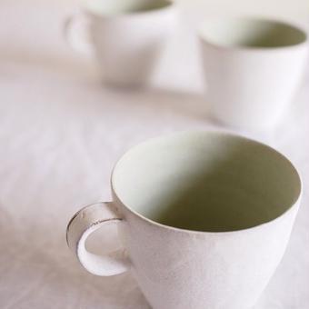 馬酔木 誠(アセビマコト)さんの マグカップ 白マット×ミントグリーン