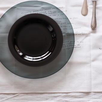 黒川 登紀子 さんの 2toneプレート (透明なグレー×黒)