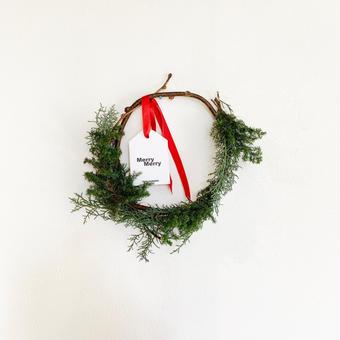 《  なまの針葉樹を使ったクリスマスリース 》