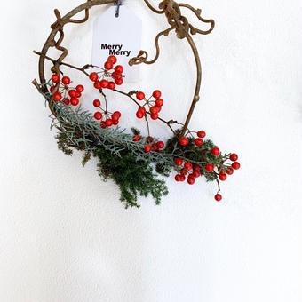 《なまの針葉樹を使った クリスマスリース 》