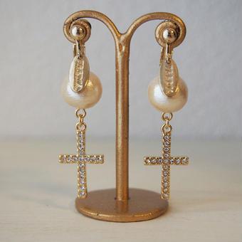 cottonpearl×cross charm earring