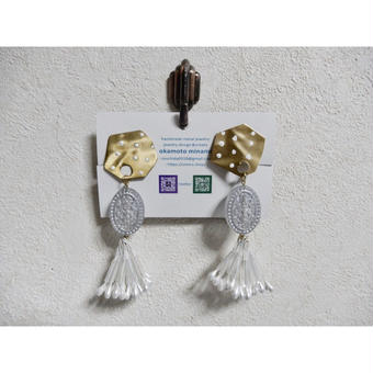 ①dot earring (ホワイト)
