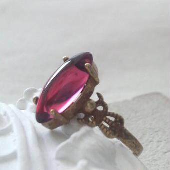ヴィンテージ RoseRed Navette指輪