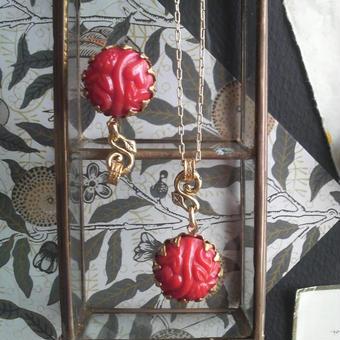 ヴィンテージ 赤い果実のネックレス