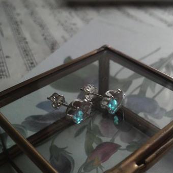アンティークサフィレット(約7.8×5.6ミリ)Silver925立て爪ピアス