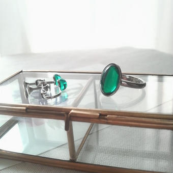 ヴィンテージ エメラルド シンプル小粒シルバーカラーイヤリング