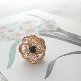 ヴィンテージスワロ Flower(クリスタル×ジェット)ピンブローチ