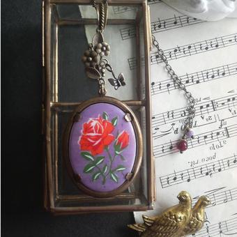 ヴィンテージ Red薔薇/Purple 花と蝶 クラシカルロングネックレス