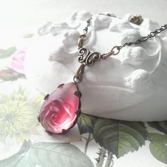 ヴィンテージ ヴィクトリアンRuby薔薇のネックレス