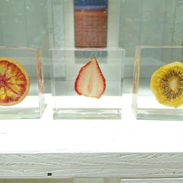 フルーツのアクリルオブジェ(ペーパーウエイト)