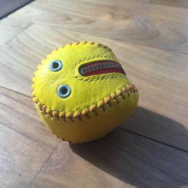ソフトボールみたいな小銭入れ