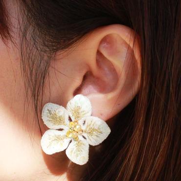 白い花 ピアス