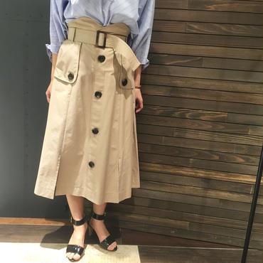 ベルト付ボタンスカート