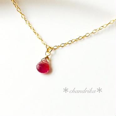 ピンクトルマリンの小さなひと粒ネックレス