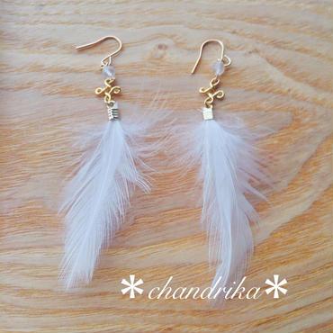 天使の羽根とムーンストーンのピアス 14kgf