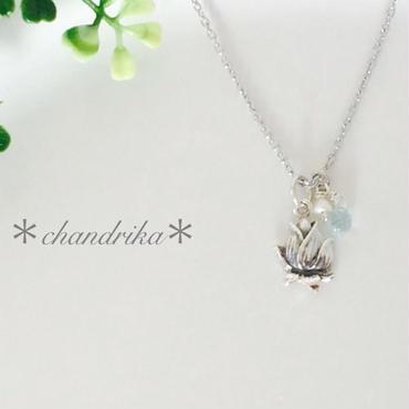蓮の花とアクアマリン×パールのネックレス