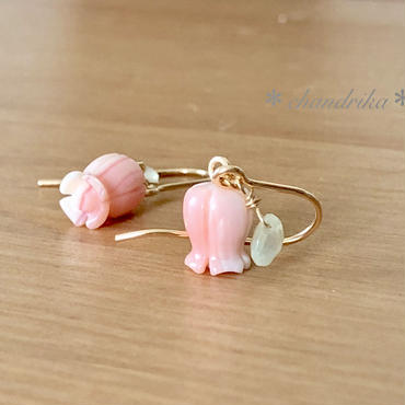 すずらんのピアス - queen conch shell & prehnite -