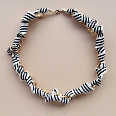 jour couture Border Necklace