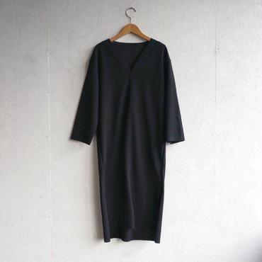 APPRECIATIVE V/N slit dress