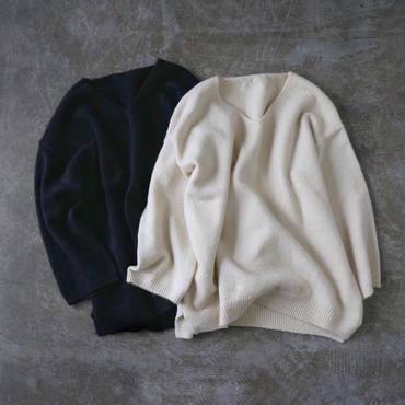 APPRECIATIVE V neck slit knit