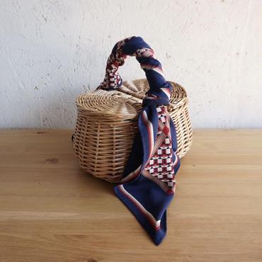APPRECIATIVE flap basket