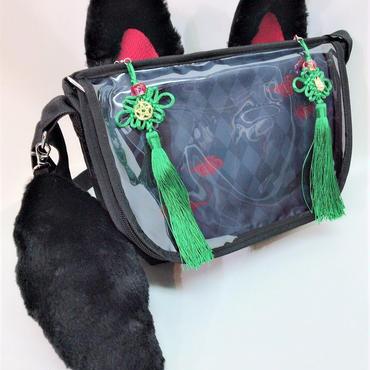 アルマジ製作所 タッセル付きお狐バッグ 黒×黒×緑タッセル
