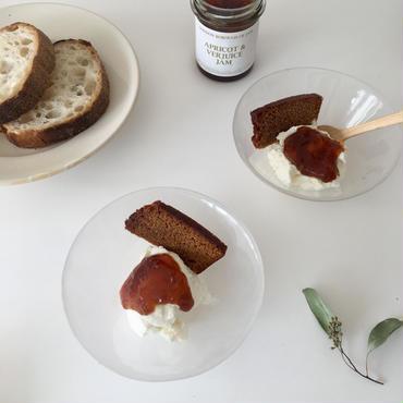 LBJアプリコットとヴェルジュースのジャムとリコッタチーズ パンドエピス(蜂蜜とスパイスのパン)付
